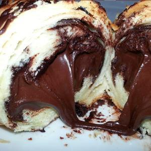 Croissant de Chocolate com Avelã